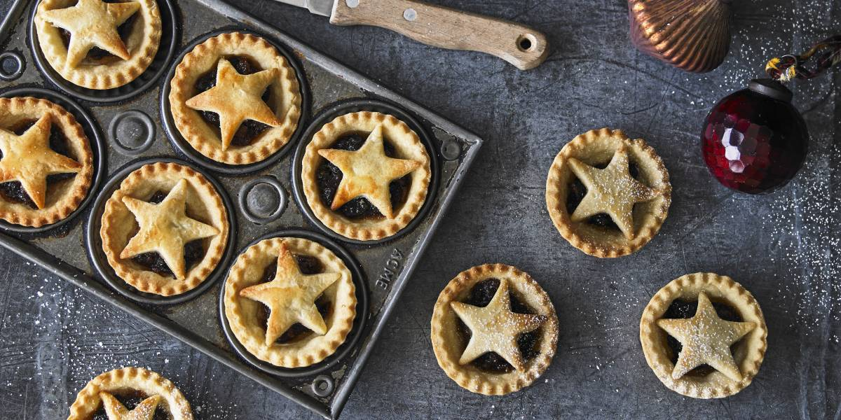FAMOUSLY FESTIVE MINCE PIES